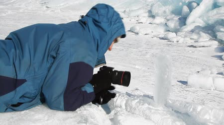 fényképész : photographer making picture of ice