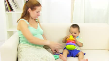 nascimento : pregnant woman playing with her son
