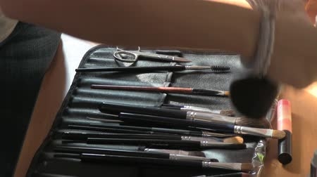 kartáč : cosmetic brushes