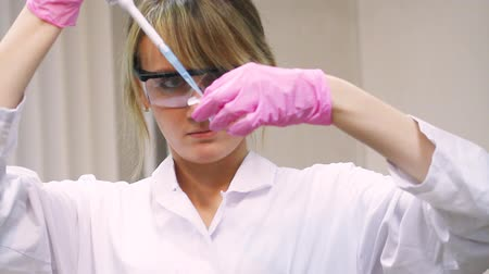 ученый : beauty woman in modern laboratory