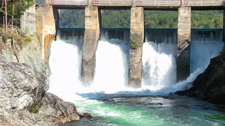 baraj : Old dam of hydroelectric power station Stok Video