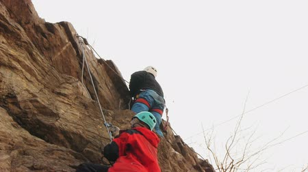 alpinista : Climber training in the vertical wall
