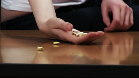 taciz : Woman suicide concept. Hand with pills on the table