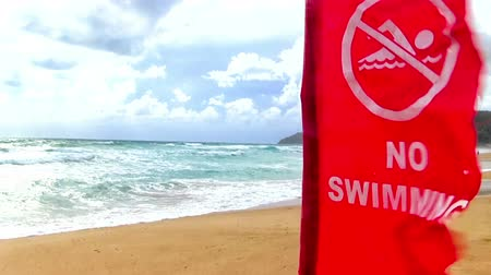 tenger : tropical beach with red flag no swimming Stock mozgókép