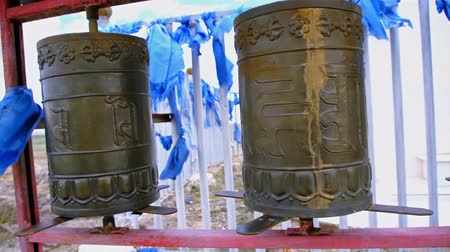 gravure : People spins some Buddhist prayer drums. Western Mongolia.