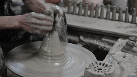 ceramika : Thai Potter Creates the Product on a Potters Wheel.