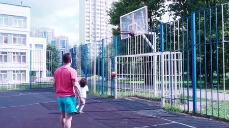 basketbal : Dad and son play basketball. Healthy lifestyle.