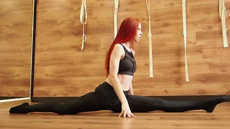 flexibel : Splits Pose, Affenpose, Zeitlupe Videos