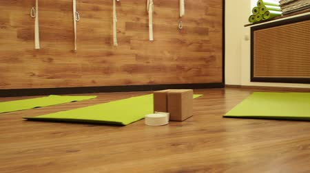 sakk : Empty area for a sporty and modern living room. Slow motion