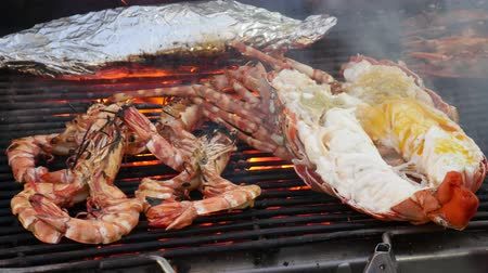 garnélarák : Grilling lobsters