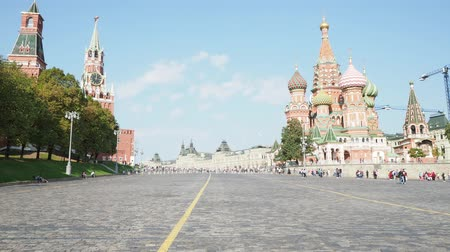 благословенный : view of Kremlin Towers and Pokrovsky Cathedral on Red Square in Moscow city from Vasilevsky Descent in sunny september day