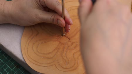 workshop bag making leather carved handbag Стоковые видеозаписи