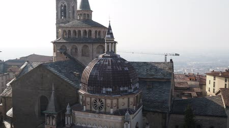 Above view of the Cathedral of Santa Maria Maggiore Basilica and the Cappella of the Duomo from the Campanone (Torre Civica) Bell Tower over Bergamo Dostupné videozáznamy