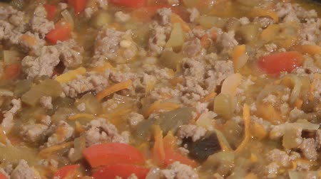 kavurma : Stewed vegetables with mincemeat. Stok Video