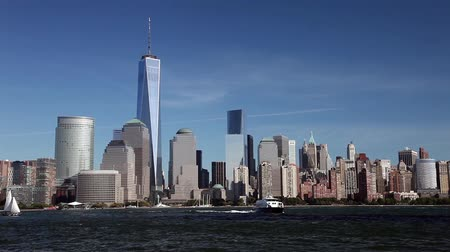 centrum : New York, USA - October 4, 2014: Freedom Tower in Lower Manhattan. One World Trade Center is the tallest building in the Western Hemisphere and the third-tallest building in the world.