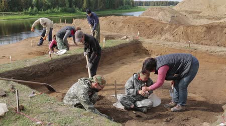 régészet : The process of archaeological excavations. Demonstration of finds