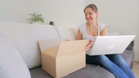 kurier : Beautiful young woman received parcel that she ordered online