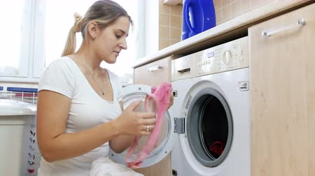 prát : 4k video of young woman made mistake by putting together different color clothes in washing machine Dostupné videozáznamy