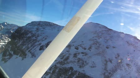 pervane : Footage from the airplane cockpit of flying over high mountains covered with snow