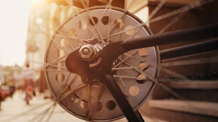 tekerlekler : Closeup slow motion footage of spinning vintage bicycle wheel on street at sunset