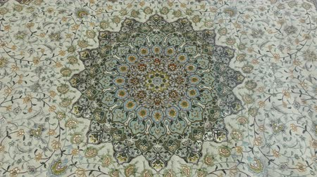 дамаст : Art. Middle Eastern patterns on the carpet.