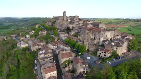 obec : Cordes-sur-Ciel, a village in a hill (Occitanie, Southern France)