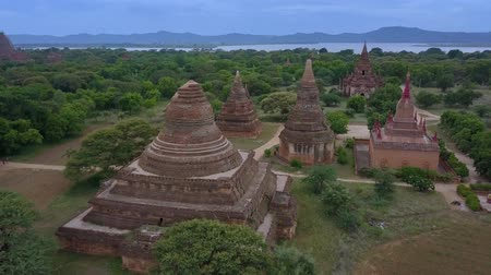 paya : Aerial view of Old Bagan Archaeological Park with ancient temples, pagodas and stupas around Mee Nyein Gone Phaya Temple, Old Bagan, Burma (Myanmar) Stock Footage