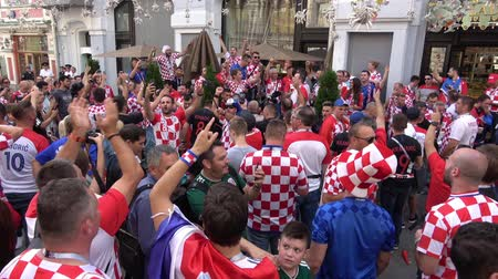 chorvatský : Moscow, Russia - June, 2018: Croatian football fans on world cup championship in Moscow, Russia before the game Croatia-England