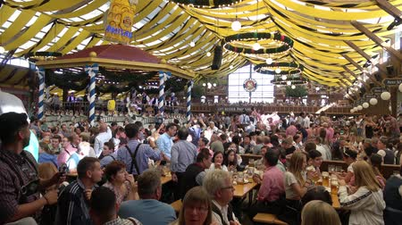 részeg : Munich, Germany - September, 2018: Crowd of people in Paulaner tent in Munich city, Germany Stock mozgókép