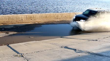 boldness : SUV drives through a puddle at speed