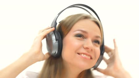 biodro : woman with headphones listening to music Wideo