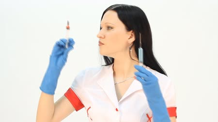 uniforme : Close-up of a woman doctor with syringe