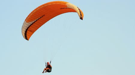 полет : Paragliding over the mountains against clear blue sky