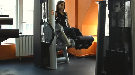 потеря : Female exercising their legs on the training Стоковые видеозаписи