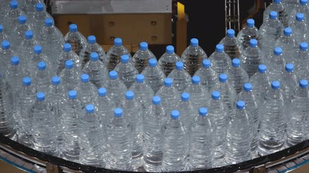 şişeler : water bottle conveyor industry