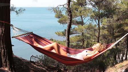 гамак : Beautiful young girl resting in a hammock