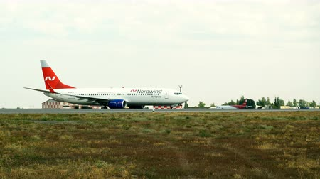 взлетно посадочная полоса : Volgograd, Russian Federation - August 18, 2017: Nord Wind company airliner on the runway before take off