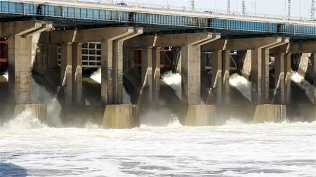 sluice : Reset of water at hydroelectric power station on the river