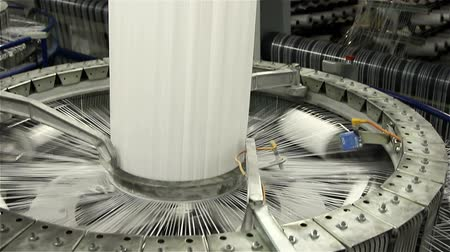 příze : VOLZHSKY, Russian Federation - OCTOBER 27, 2014: Textile industry - yarn spools on spinning machine in a factory