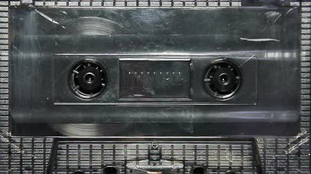 usado : vintage audio cassette tape with a blank white label