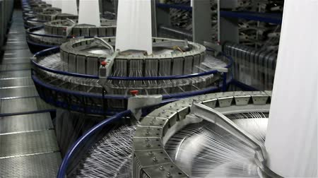 編まれた : VOLZHSKY, Russian Federation - OCTOBER 27, 2014: Textile industry - yarn spools on spinning machine in a factory