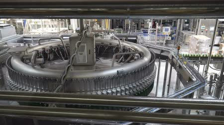 pivovar : Modern conveyor for water bottling machine