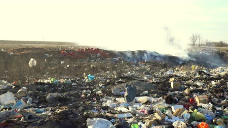 zkorodované : Large garbage dump waste with smoke at sunny day