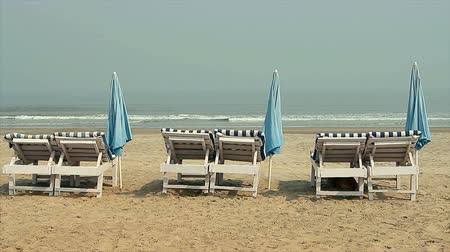 maldivler : Chair with Umbrella near the Beach Stok Video