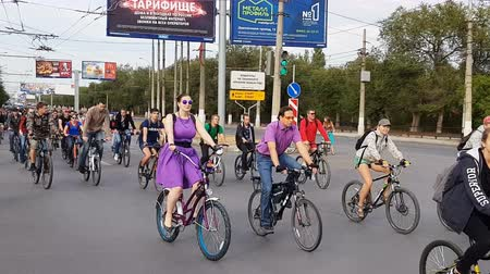 pista de corridas : Volgograd, Russian Federation – September 16, 2018: Traditional autumn Volgograd bicycle parade