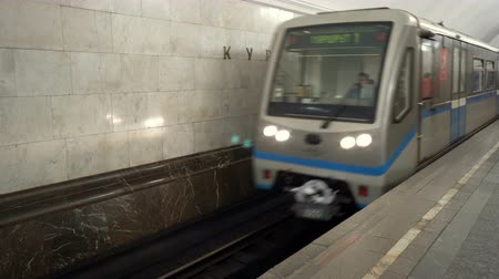 搭乗 : Moscow, Russian Federation - March 17, 2017: Train arrives at the Moscow metro station Kurskaya.