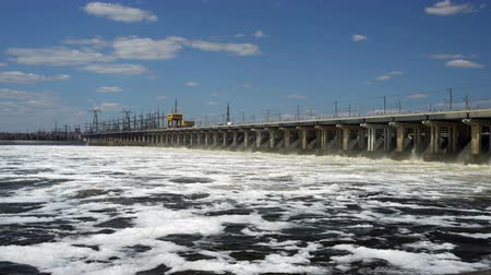 watt : Reset of water at hydroelectric power station on the river