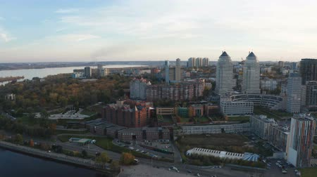 Autumn panoramic aerial view from drone on Dnipro city on Dnieper river. Vídeos