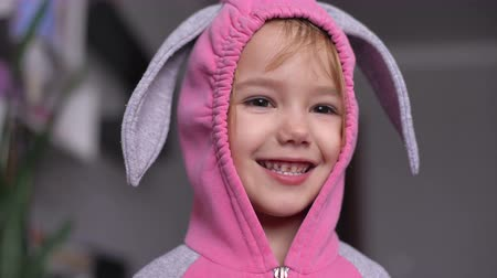 kostüm : Portrait of a cute little girl dressed in Easter bunny suit Stok Video