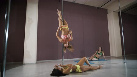 kutup : Girls having fun at a pole fitness class
